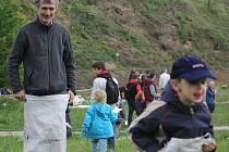 Oslavy Dne Země má za sebou Mikulov. Do přírodní rezervace Na Turoldu dorazilo v sobotu mnoho dětí i rodičů. Spolu si tam zasoutěžili.