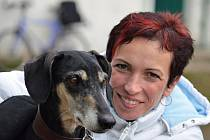 V útulku pro opuštěná zvířata v Bulharech pracuje Lenka Malinovská z Ladné od začátku roku.