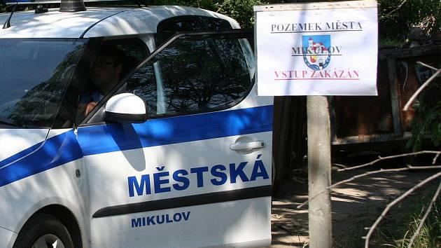 Zátaras mikulovské policie kvůli plánované technoparty Moraviatek 2009.