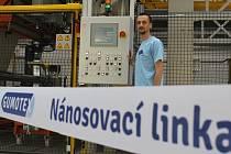 Vedení břeclavské společnosti Gumotex spouští novou nánosovací linku, pětadvacet zaměstnanců se u ní vystřídá na třísměnný provoz. Náklady dosáhly ke 140 milionům korun. S části pomohla dotace.