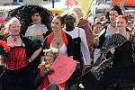 Burčákové slavnosti v Hustopečích bavily například historickým průvodem. Městem kráčel i cech hustopečských kurtizán nebo maratonci z Afriky.