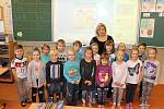 Žáci 1.B v Základní škole v Moravské Nové Vsi s třídní učitelkou Blankou Uhrovou.