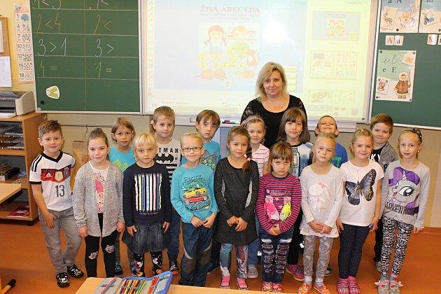 Žáci 1.B vZákladní škole vMoravské Nové Vsi střídní učitelkou Blankou Uhrovou.