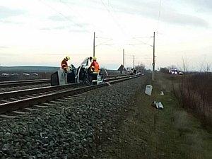 Při srážce auta s vlakem zemřela u Šakvic řidička vozu.