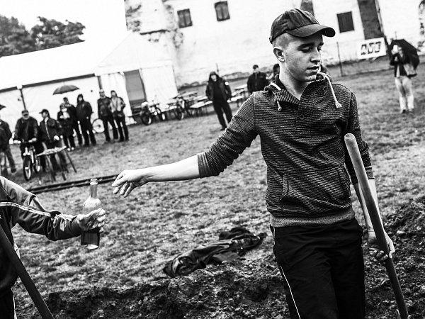 Už posedmé se vMikulově sešli fotografové na akci snázvem Fotoateliér 2015.Svá díla po týdenní práci vystavují vgalerii Konvent. Hana Connor vyfotila po svém Svatováclavské hody vBřeclavi.