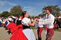 V krojích, s koňmi i jako bohyně vína. Studenti Střední vinařské školy Valtice rozzářili město průvodem. Uspořádali slavnostní vinobraní.