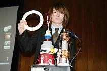 Adam Stohanzl z Bořetic vyrobil teslův transformátor, s nímž na Slovensku zapálili olympijský oheň.
