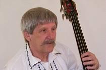 Stanislav Reichmann začal u houslí a postupně si osvojil i hru na klarinet, saxofon či kontrabas.