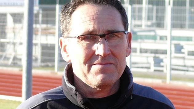 Zbyněk Chlumecký tráví na atletickém stadionu Lokomotivy nebo v přilehlé hale hodiny svého času.