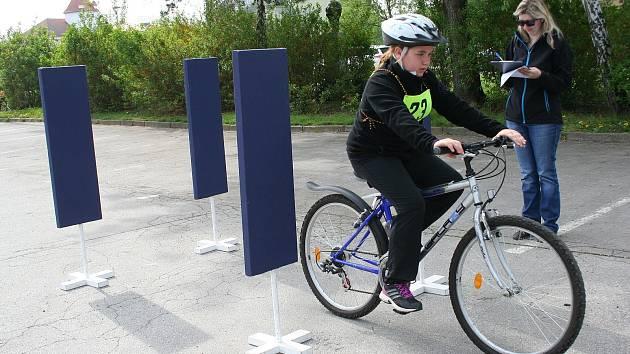 V Břeclavi se ve čtvrtek konala dopravní soutěž malých cyklistů. Školáci z města a okolí jezdili na kolech u kulturního domu Delta. Nedávno dokončené nové dopravní hřiště u cukrovaru zůstalo překvapivě prázdné, bez využití.
