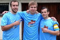 Hrušecký kanonýr Jaroslav Petřík (uprostřed) je zatím nejlepším střelcem IV. třídy na Břeclavsku.
