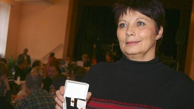 Bezplatné dárce krve ocenili v Břeclavi zástupci Českého červeného kříže.