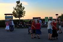 Country večer pod  rozhlednou Slunečná si užili lidé ve Velkých Pavlovicích.