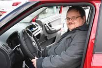 Radoslav Jirásek z Hustopečí se v pátek třináctého února dozvěděl, že vyhrál automobil. A opět v pátek třináctého, ale tentokrát v březnu, si jej převzal.