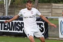 Hvězda fotbalového Lanžhotu Roman Sabler.