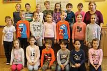 Žáci 1.B ze ZŠ Slovácká v Břeclavi s třídní učitelkou Jarmilou Pástorovou.