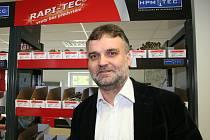 Specialisté na spojovací materiály pro dřevostavby a tesaře. To je hustopečská společnost HPM TEC. V Hustopečích, kde má hlavní velkoobchodní centrum, zaměstnává 23 lidí. Jednatelem i ředitelem firmy je Ivan Burian.