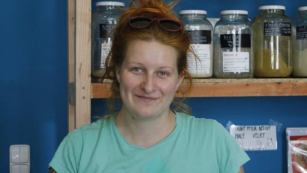 Martina Hanáčková si v Břeclavi otevřela bezobalový obchod Sypej. Lidé v něm najdou bezobalovou drogerii, těstoviny, ořechy, koření a mnoho dalšího.