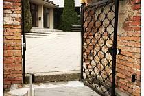 Mikulovský hřbitov byl vybaven automatickou branku a hlásičem.