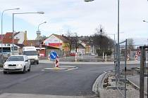 Kruhový objezd u břeclavského nádraží je ode dneška otevřený