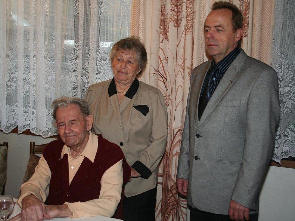 Šedesát let společného života oslavili s rodinou a přáteli manželé Vojtěškovi z Bořetic.