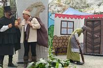 Malé i větší návštěvníky mikulovského zámku v neděli potěšilo představení pohádky o Hozovi.