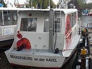 Na zhruba sedmidenní plavbu po Labi vyrazila početná výprava Lodní dopravy Břeclav. V neděli vypluli z německého města Brandenburg an der Havel na dvou patnáct metrů dlouhých lodích Pampeliška a Vlčí mák.