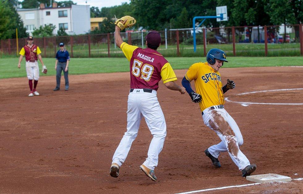 Softbalisté Locos Břeclav první zápas proti týmu Spectrum Praha vyhráli 9:7, v odvetě však podlehli 8:9.