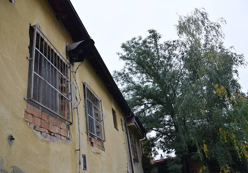 Rekonstrukce hustopečského společenského domu je na spadnutí. Odstartovat ji má obnova venkovních prostor v zahradě, kde vyroste amfiteátr.