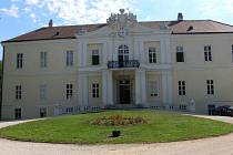Zámek Wilfersdorf.