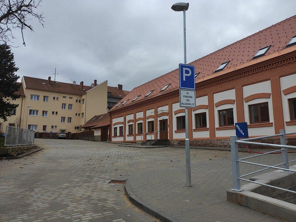 Třetí nejlidnatější kraj v republice je ten Jihomoravský. Na snímku osm nových bytů především pro matky s dětmi v nouzi v Moravském Krumlově.