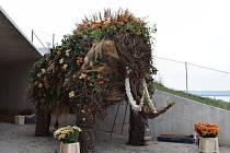 Květinový mamut v Archeoparku.
