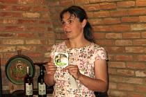 Speciální značka na lahvích s vínem. Zlaté známky zobrazující sysla získalo čtrnáct vinařství, která hospodaří způsobem umožňujícím jeho přežití.