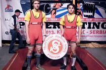 Naděje podivínského silového trojboje Roman Dobeš (vlevo) a Lukáš Vašíček.