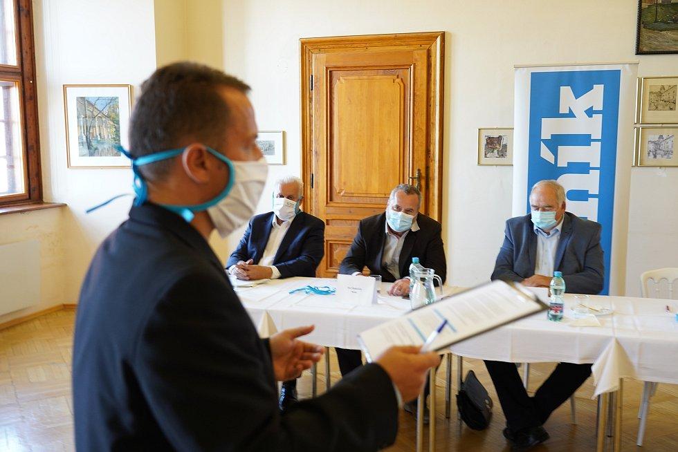 Témata krajské předvolební debaty Deníku? I doprava a dálnice D43. Lídři a zástupci kandidujících stran diskutovali v Mikulově.