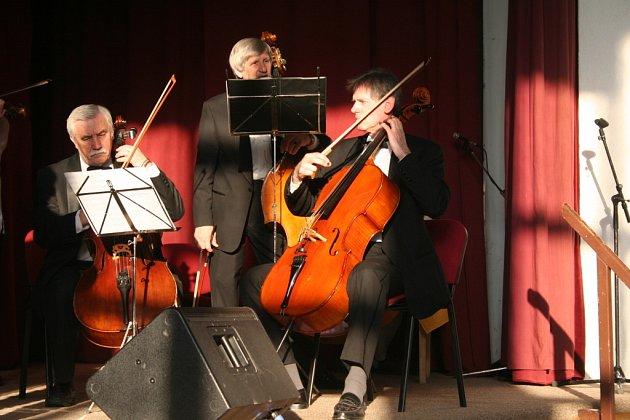 Na oslavě zahrál břeclavský symfonický orchestr, jemuž tleskají diváci i v zahraničí.