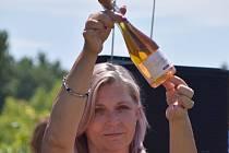 Velkopavlovické meruňkobraní zpestřil křest a následná dražba prvního Marhulového šumivého vína na světě.