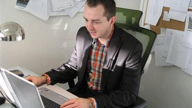 Šéf břeclavského fotbalu Martin Maťašovský ve své kanceláři.