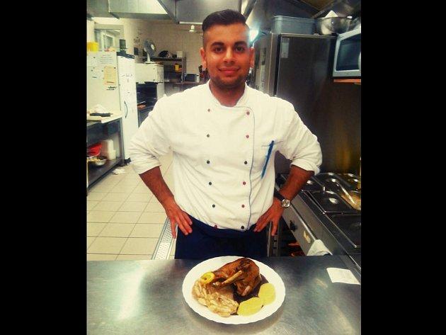Tomáš Hlavenka je kuchařem v Hotelu Zámeček v Mikulově.