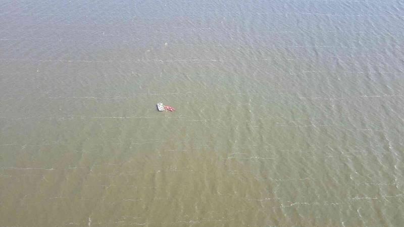 Nepříjemný zážitek mají za sebou děti, které se účastnily republikového mistrovství v jachtingu na Nových Mlýnech. Kvůli převrhnuté plachetnici skončily totiž ve studené vodě.