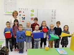 Žáci první třídy ze Základní školy v Ladné s paní učitelkou Jitkou Vydrovou.