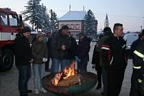 Sobotní den si Tvrdoničtí opravdu užívali. Už potřetí se totiž na náměstíčku konal vánoční jarmark.