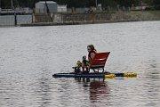 Břeclavskou Dyji rozvířila nápaditá plavidla. Na třetím ročníku bobří neckyády.