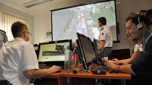 Na hustopečském městském uřadě zasedl krizový štáb. Cvičil se v zásahu při výbuchu. Ten se odehrál ve virtuálním počítačovém světě.
