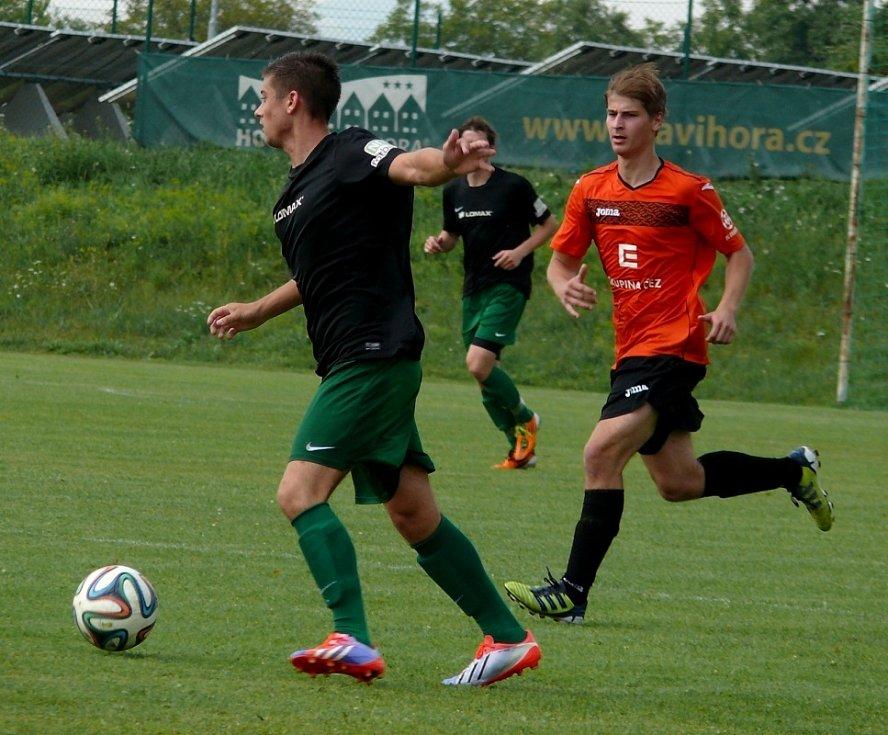 Bořetičtí fotbalisté (v černém) se s krajským pohárem rozloučili porážkou od Ivančic.