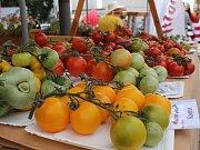 Břeclav se zbarvila do červena. Milovníci rajčat a pochutin z této zeleniny vyrazili k synagoze na Slavnosti rajčat.