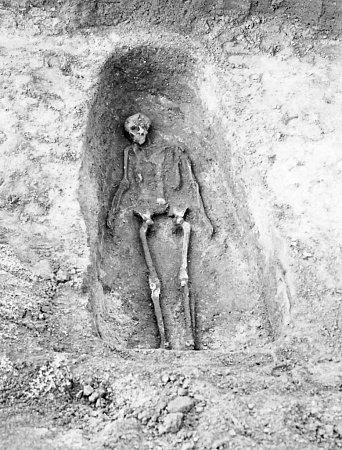 Kostrový hrob na pohřebišti vMikulově.