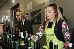 Milovníci vína putovali ve Velkých Bílovicích ze sklepa do sklepa. Otevřených bylo hned 53 z nich.