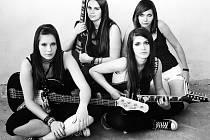 Dívky z kapely Wild Eggs na premiérové album zatím čekají.
