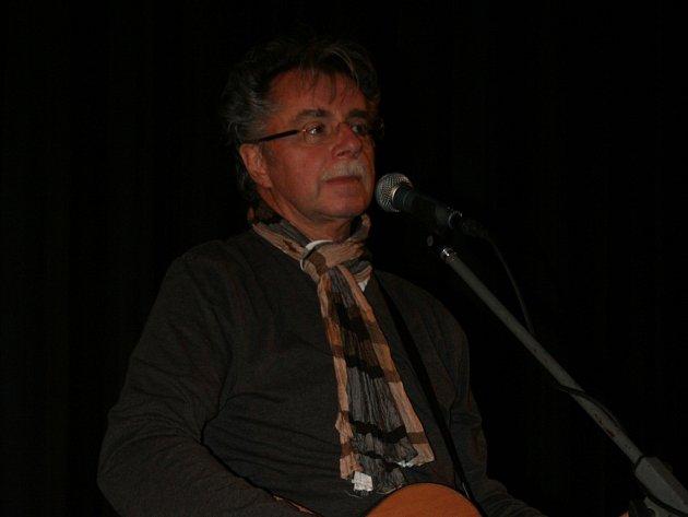 Slovenský muzikant Pavol Hammel zahrál v břeclavském kině Koruna.